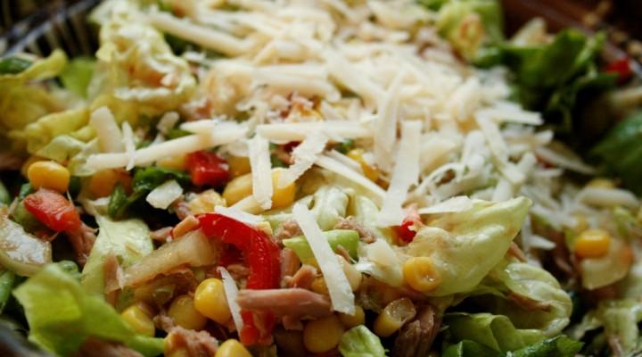 Simplu si sanatos: Salata cu ton :)