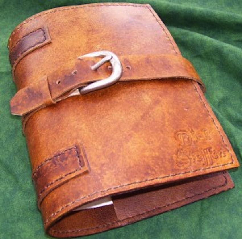Handmade Leather Book Cover : Nu stii ce cadou sa i cumperi iubitului de craciun iata
