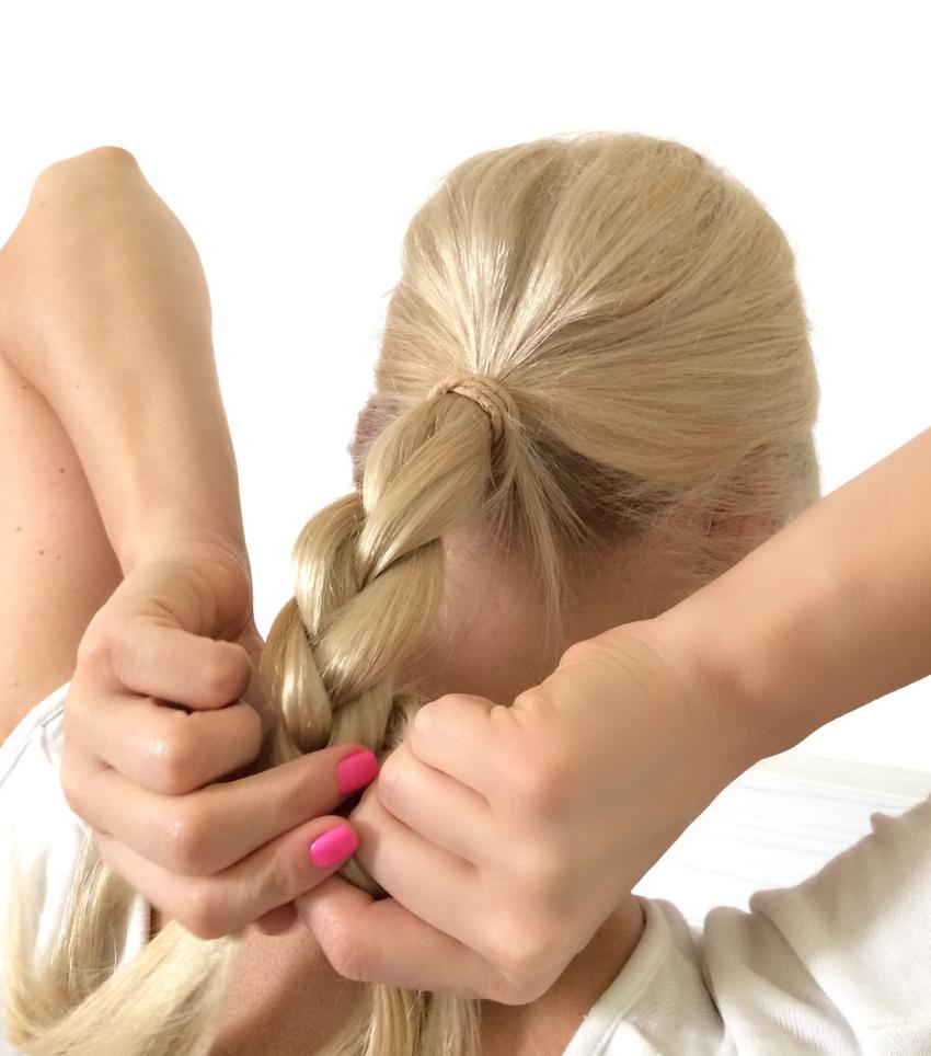 Laura Cosoi Hair Tutorial-08
