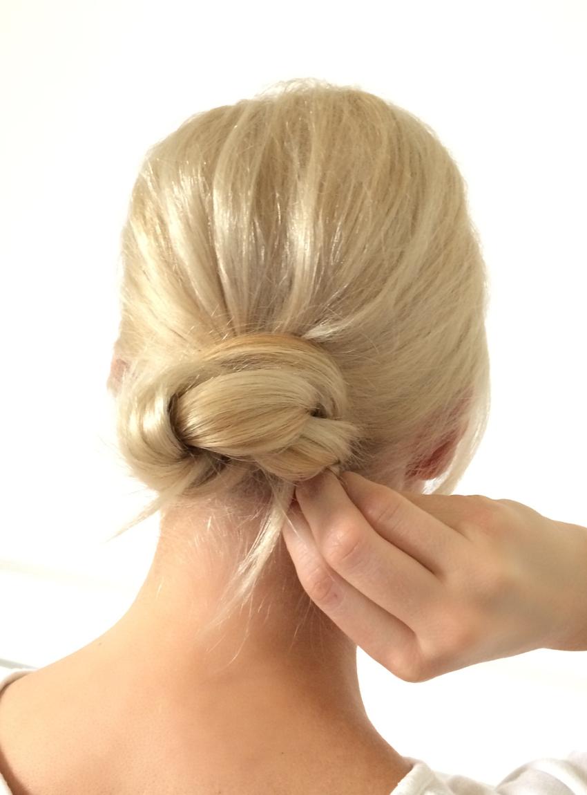 Laura Cosoi Hair Tutorial-10