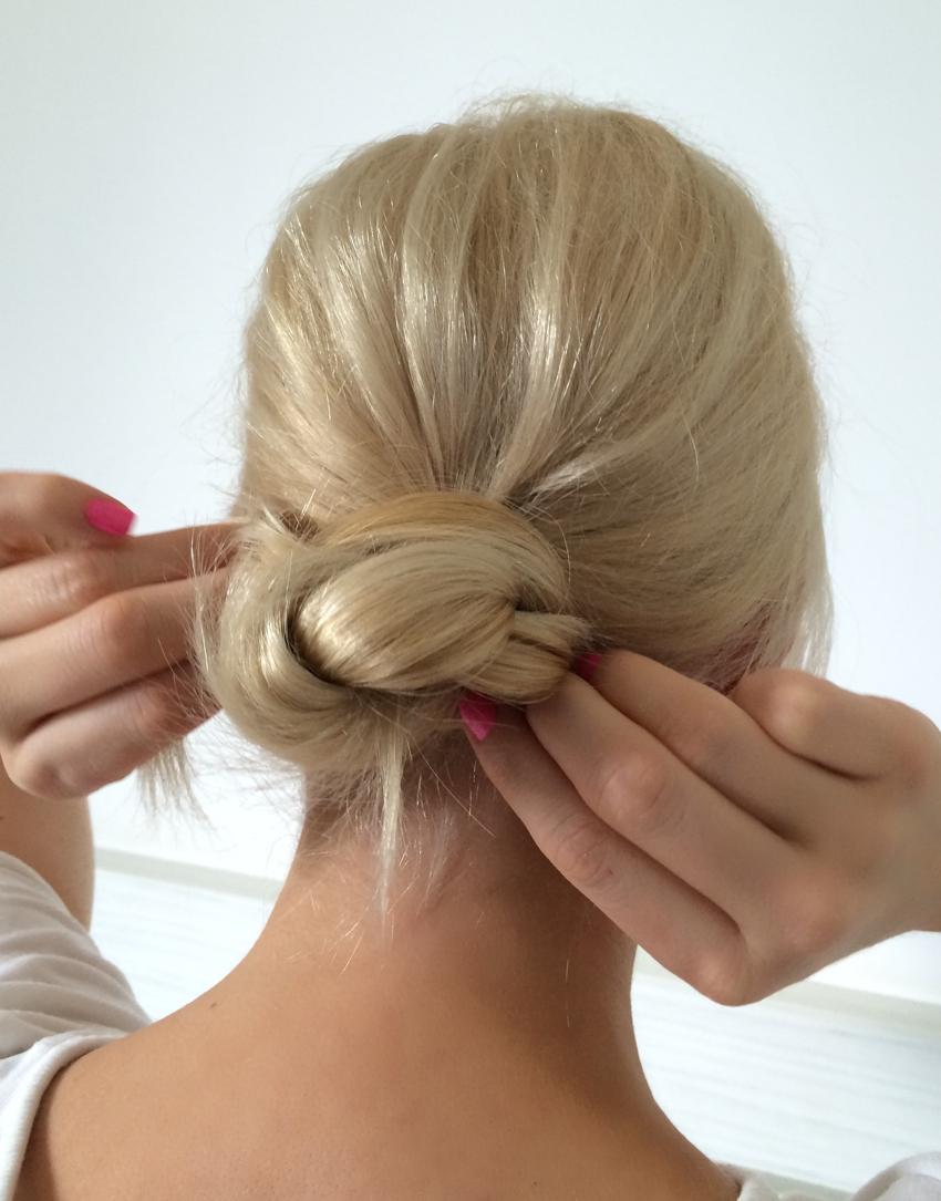 Laura Cosoi Hair Tutorial-11
