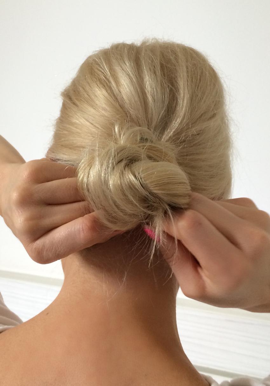 Laura Cosoi Hair Tutorial-12