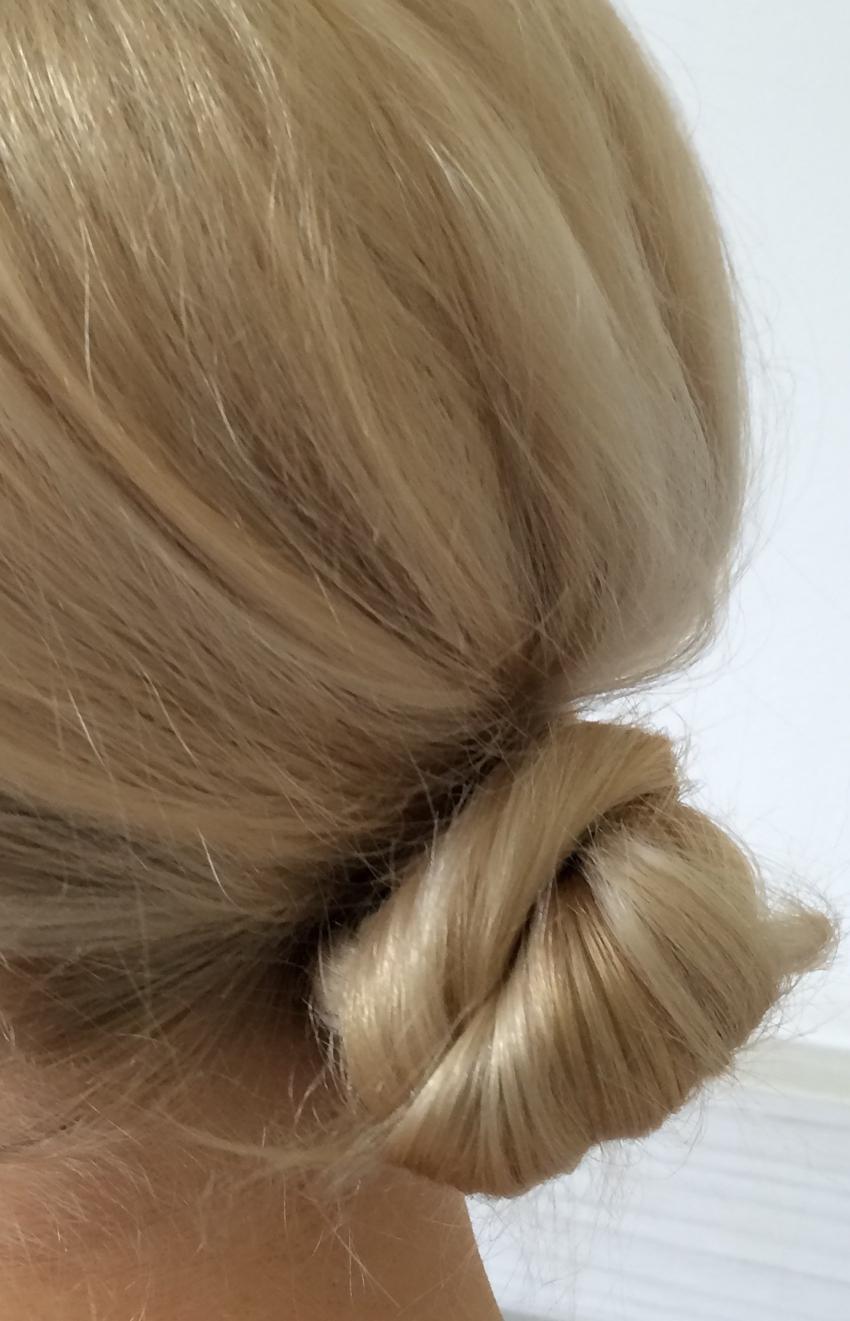 Laura Cosoi Hair Tutorial-15