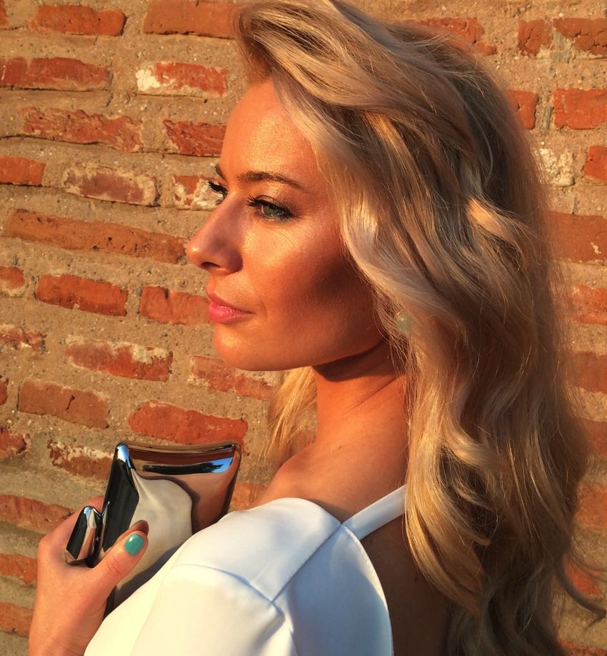 Laura Cosoi -19