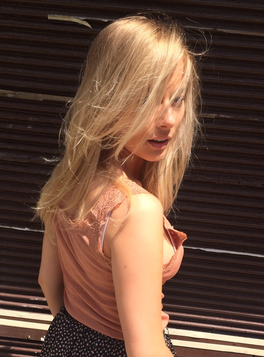 Laura Cosoi Blond-04