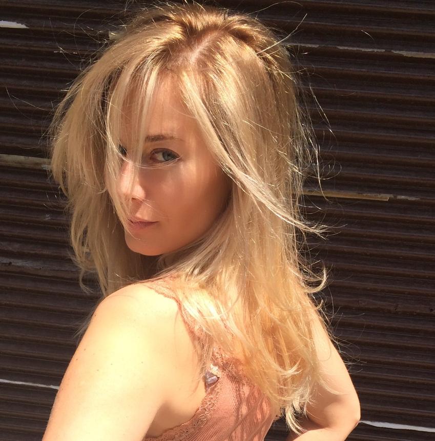 Laura Cosoi Blond-13