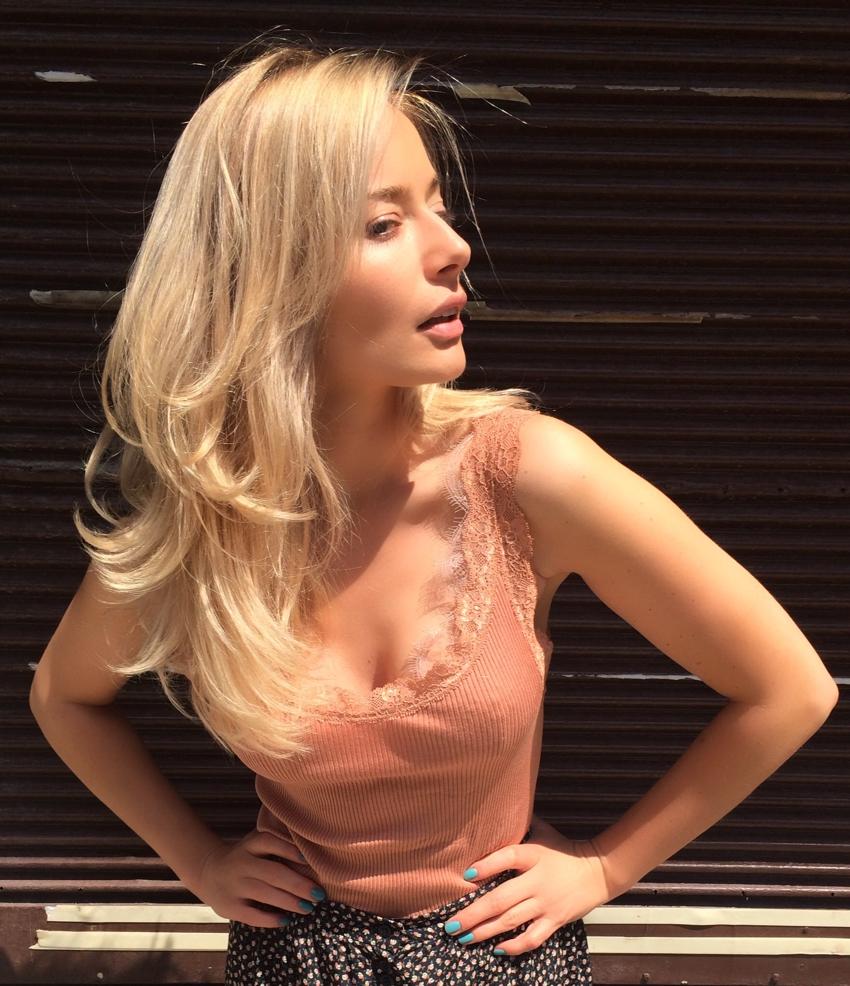 Laura Cosoi Blond-15