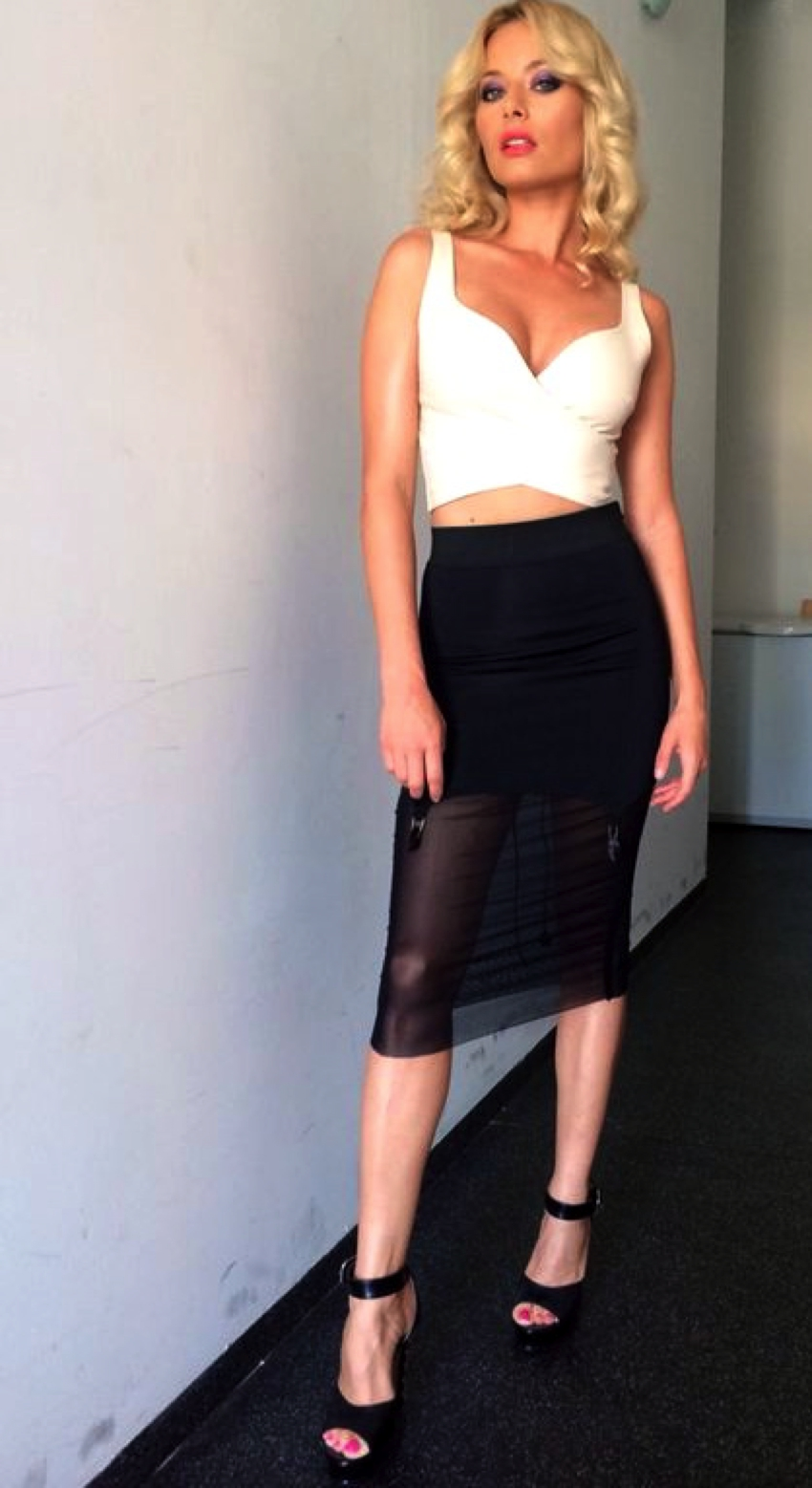 Laura Cosoi Traieste-ti Vara Outfits-17