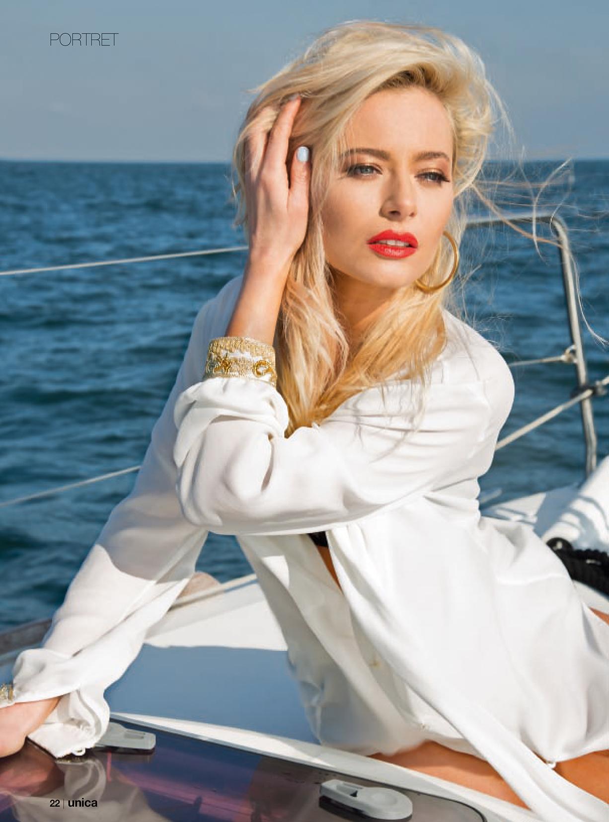 Laura Cosoi - Unica iulie 2014 - 01