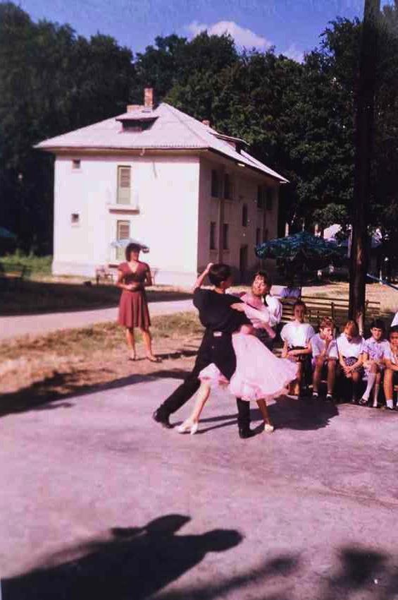 Laura Cosoi Dans-00