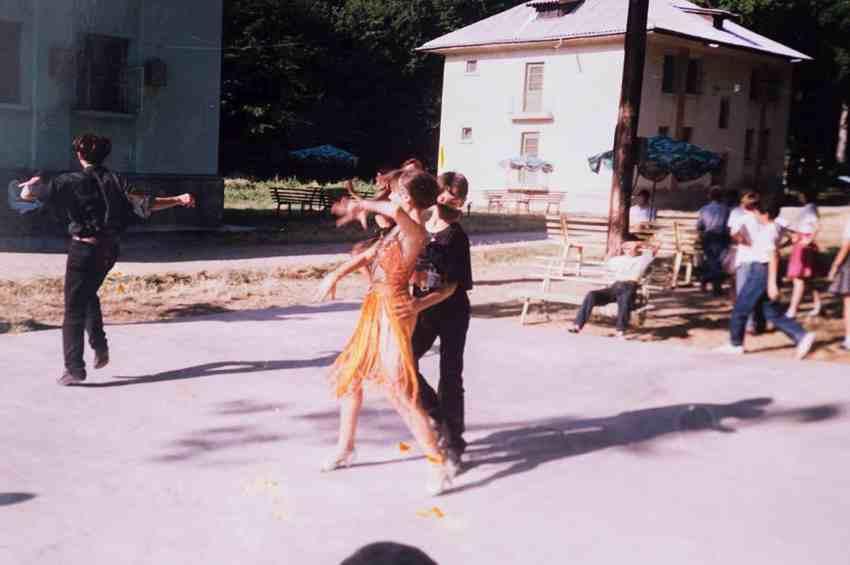 Laura Cosoi Dans-19