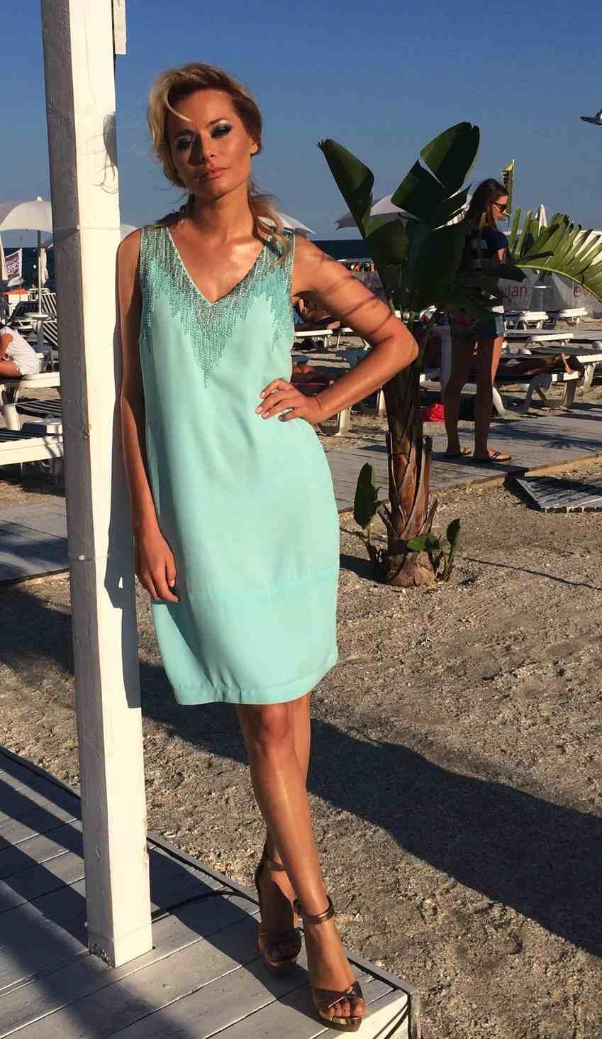 Laura Cosoi Traieste-ti Vara outfits-04