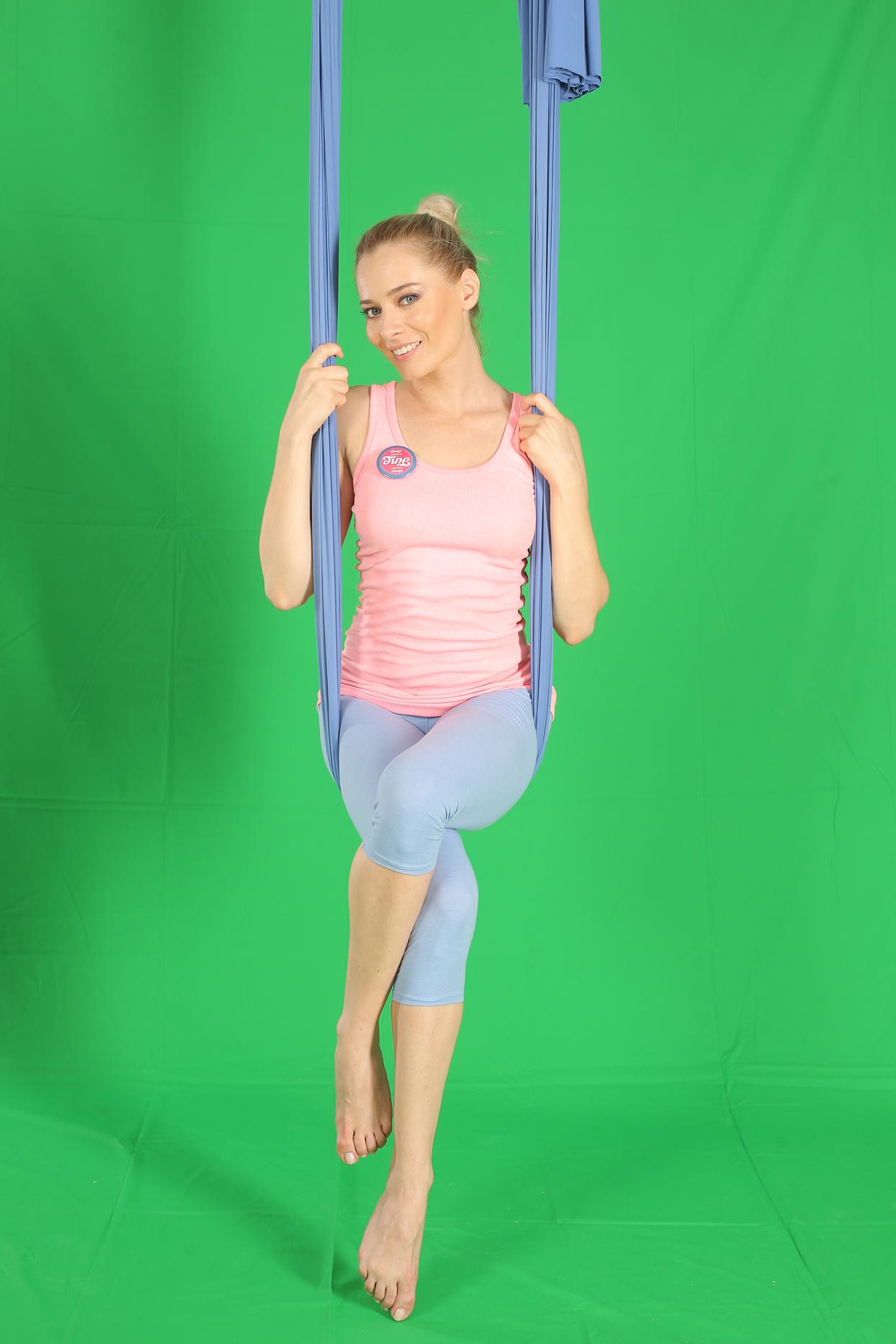 laura cosoi yoga 09