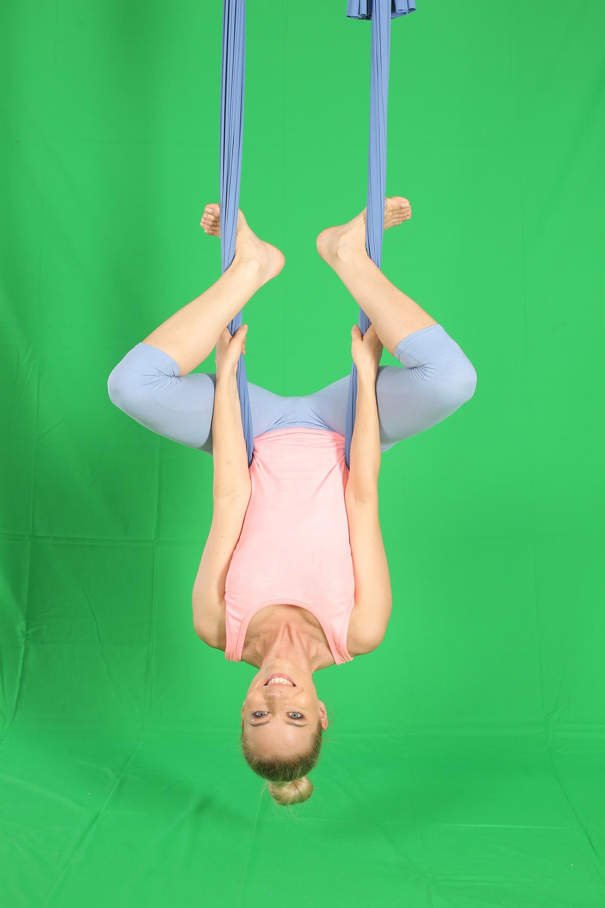 laura cosoi yoga 11
