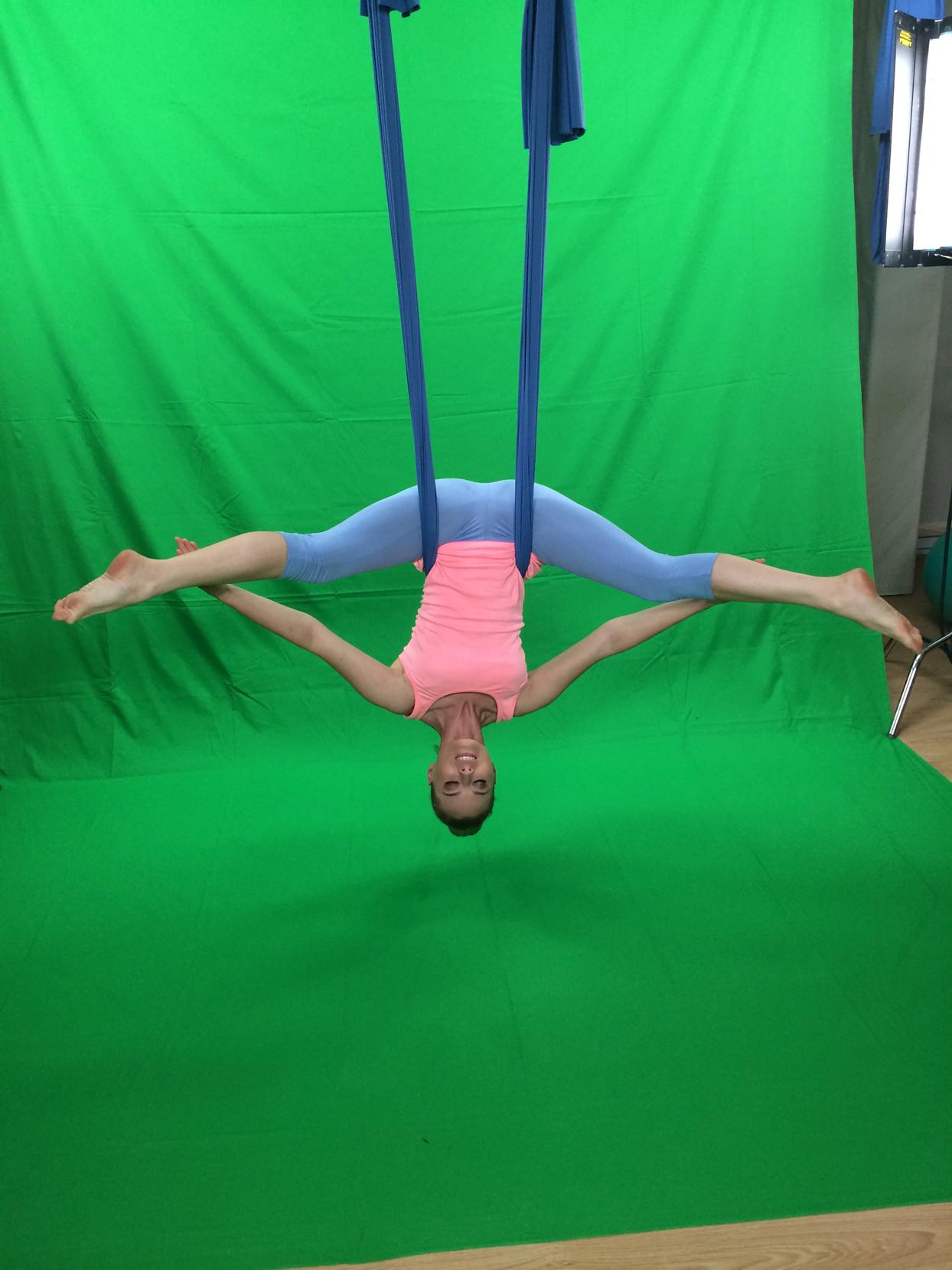laura cosoi yoga 27