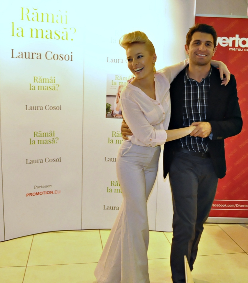 Laura Cosoi  Outfits 2014-13
