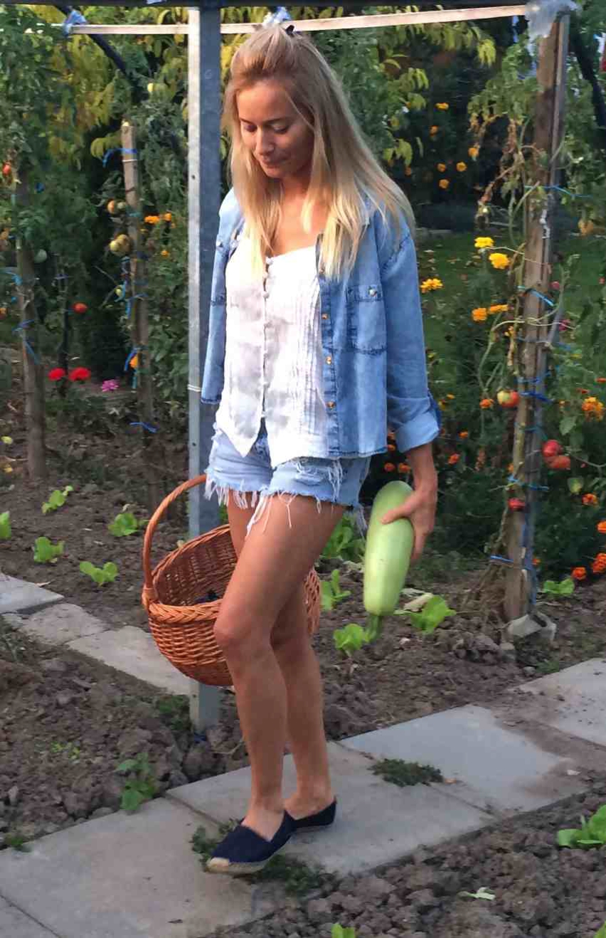 Laura Cosoi  Outfits 2014-26