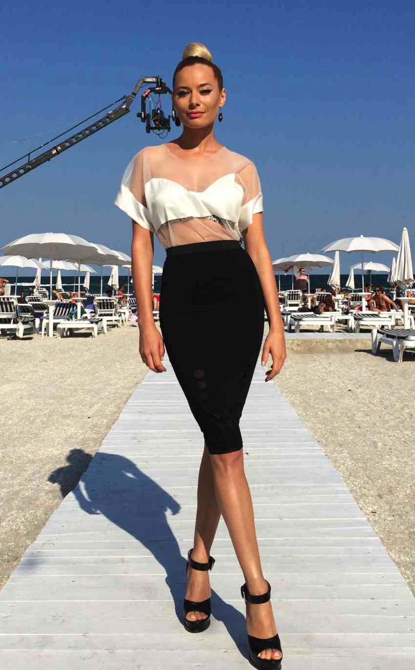 Laura Cosoi  Outfits 2014-54