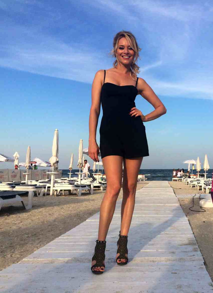 Laura Cosoi  Outfits 2014-61