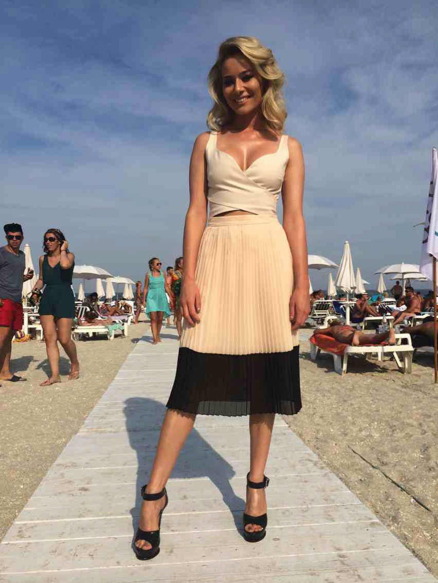 Laura Cosoi  Outfits 2014-67