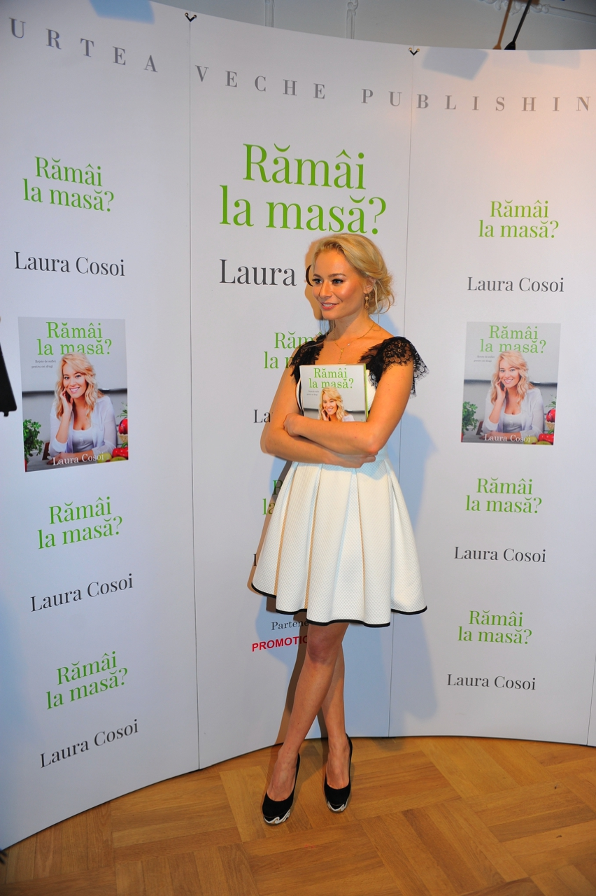 Laura Cosoi  Outfits 2014-78