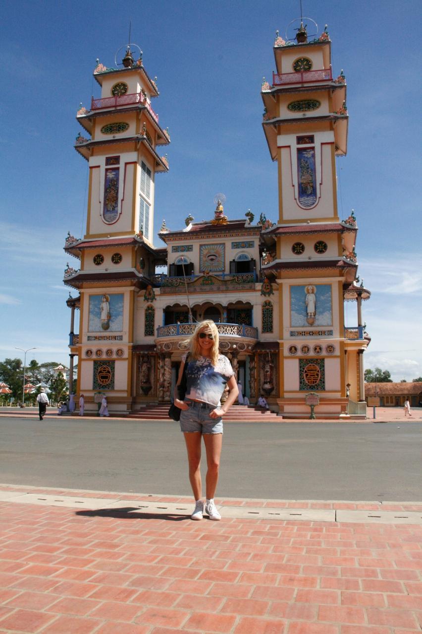 Laura Cosoi Vietnam-07