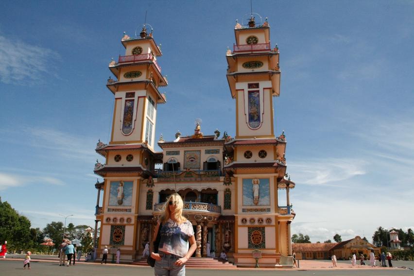 Laura Cosoi Vietnam-08