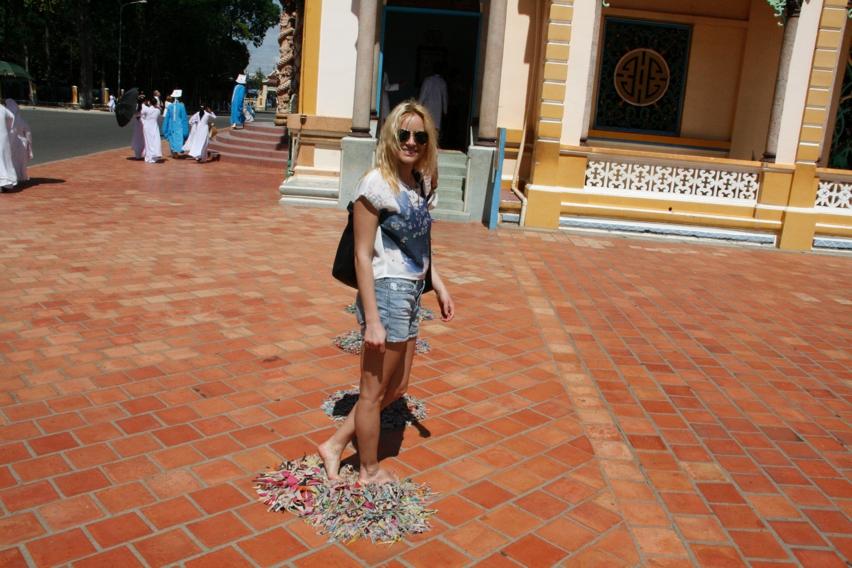 Laura Cosoi Vietnam-14