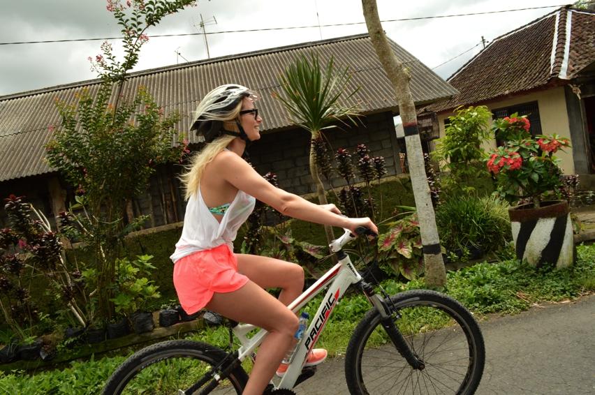 Laura Cosoi  Bali-04