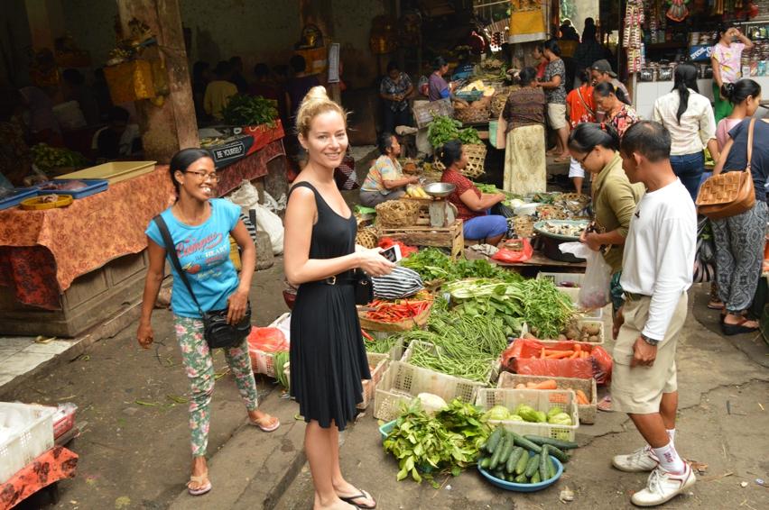 Laura Cosoi  Bali Piata-07