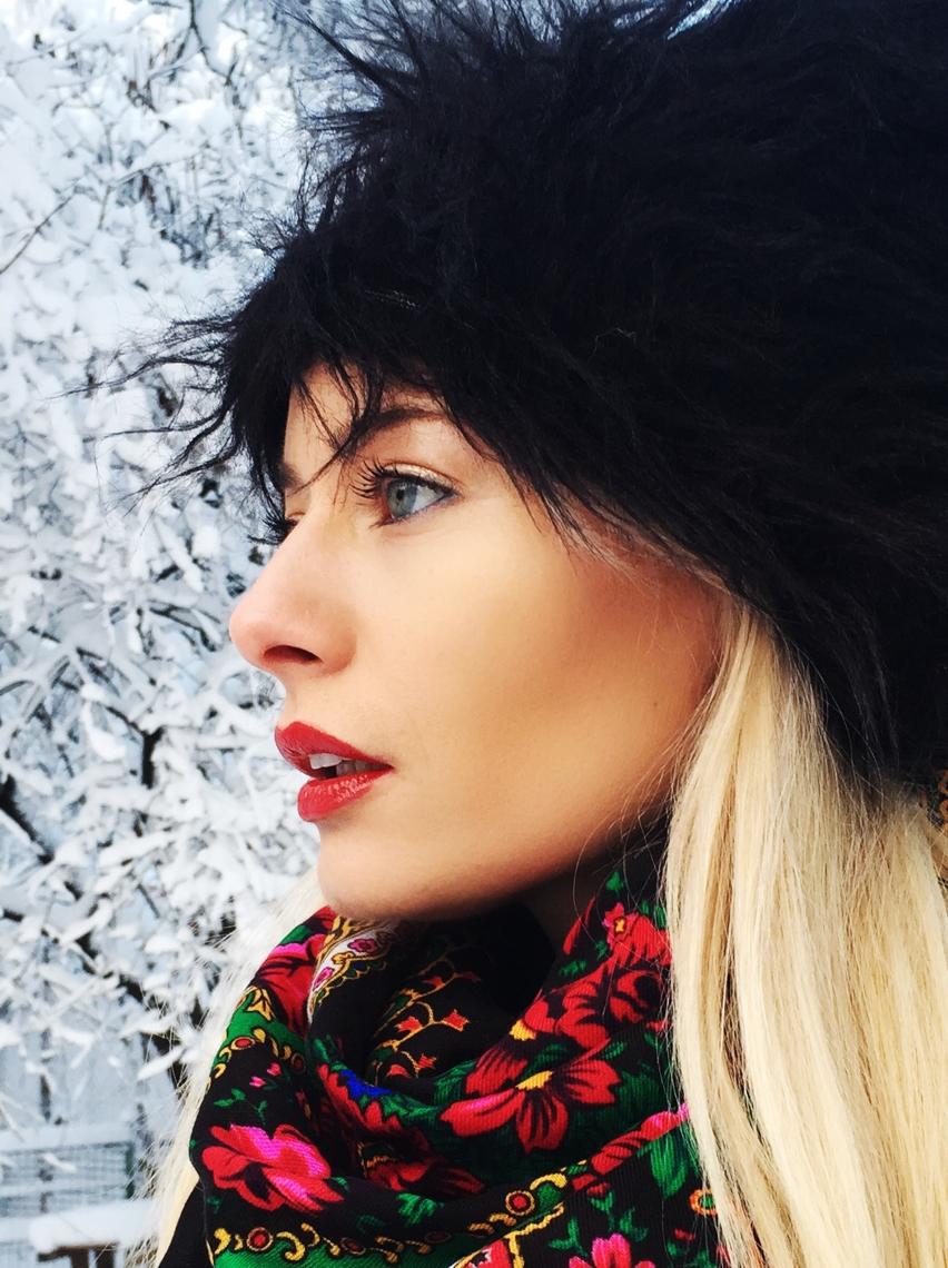 Laura Cosoi  fashion-11