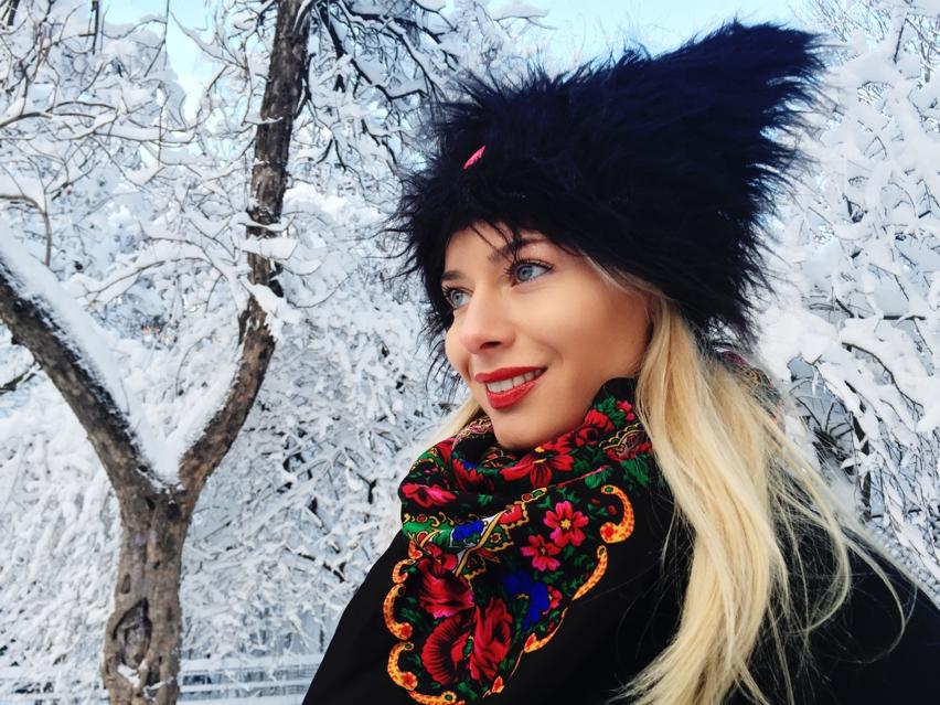 Laura Cosoi  fashion-13