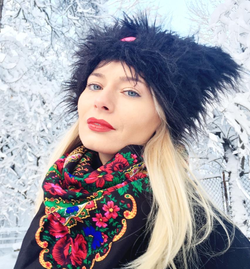 Laura Cosoi  fashion-17