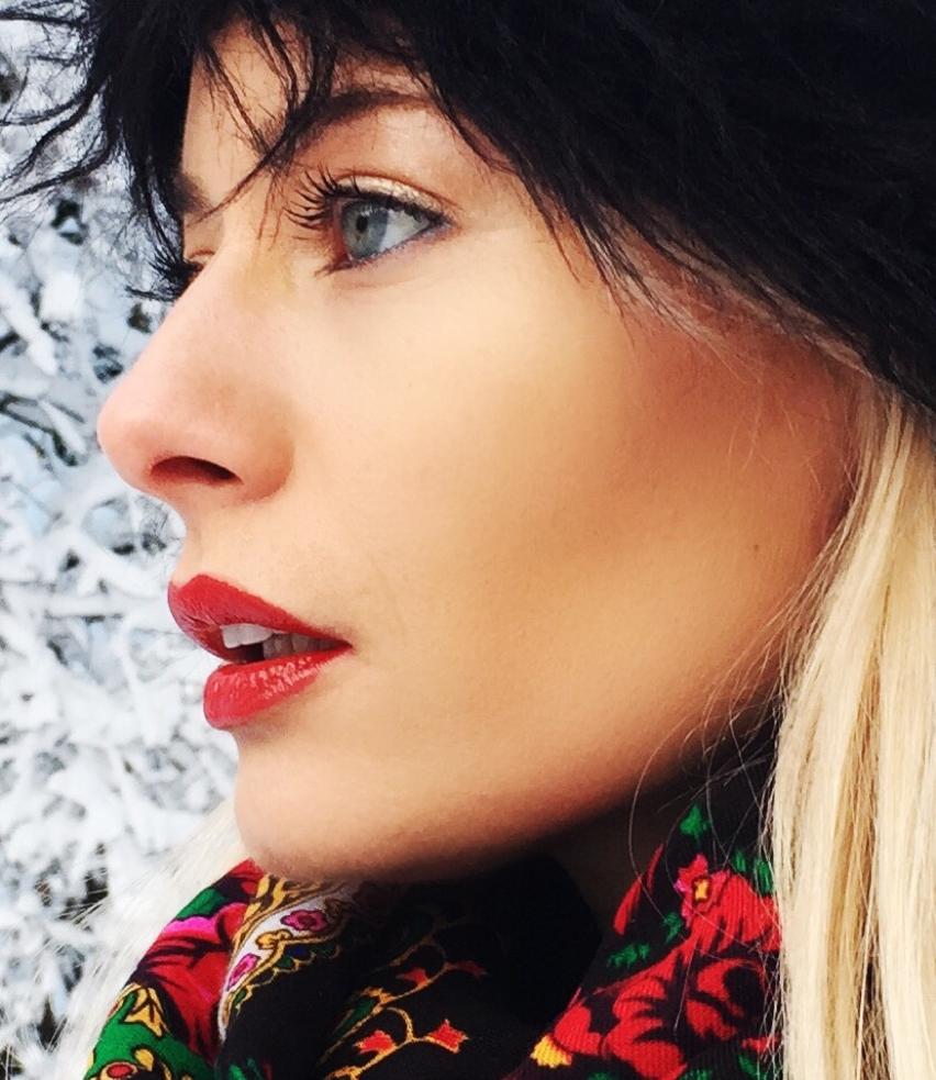 Laura Cosoi  fashion-26