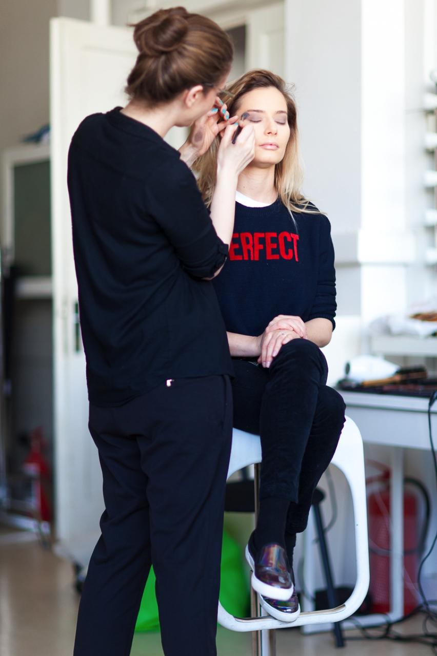 Laura Cosoi Make up tutorial-05