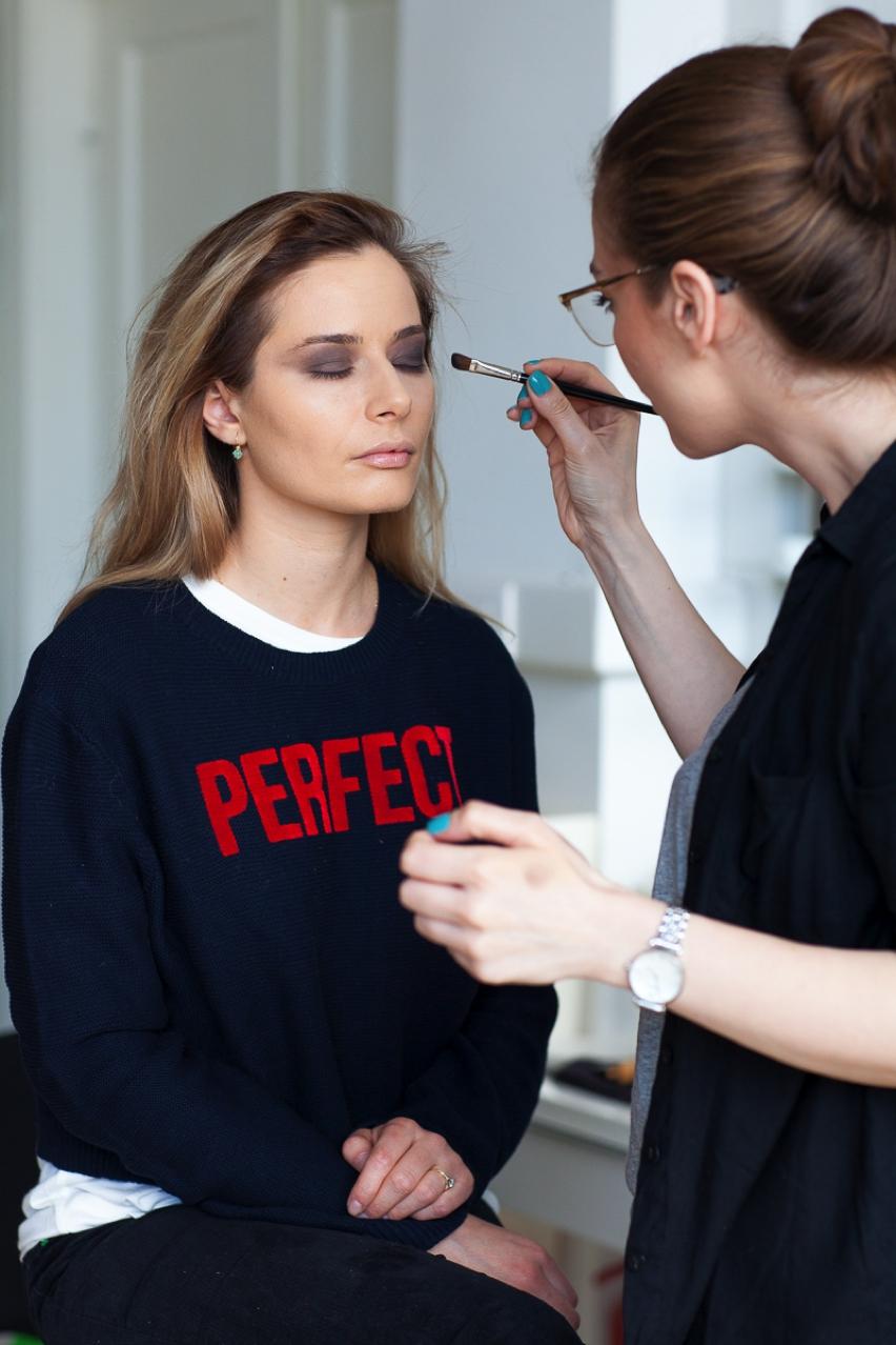 Laura Cosoi Make up tutorial-07