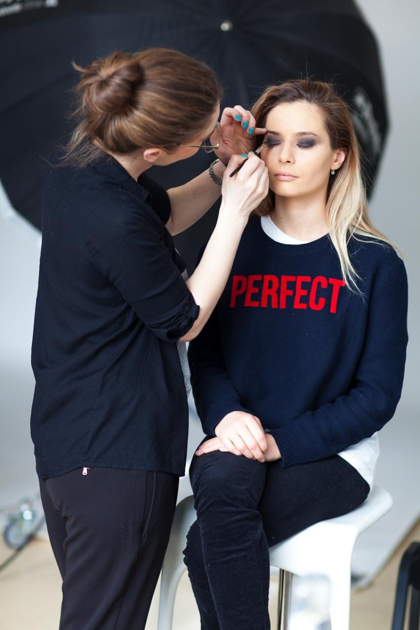 Laura Cosoi Make up tutorial-11
