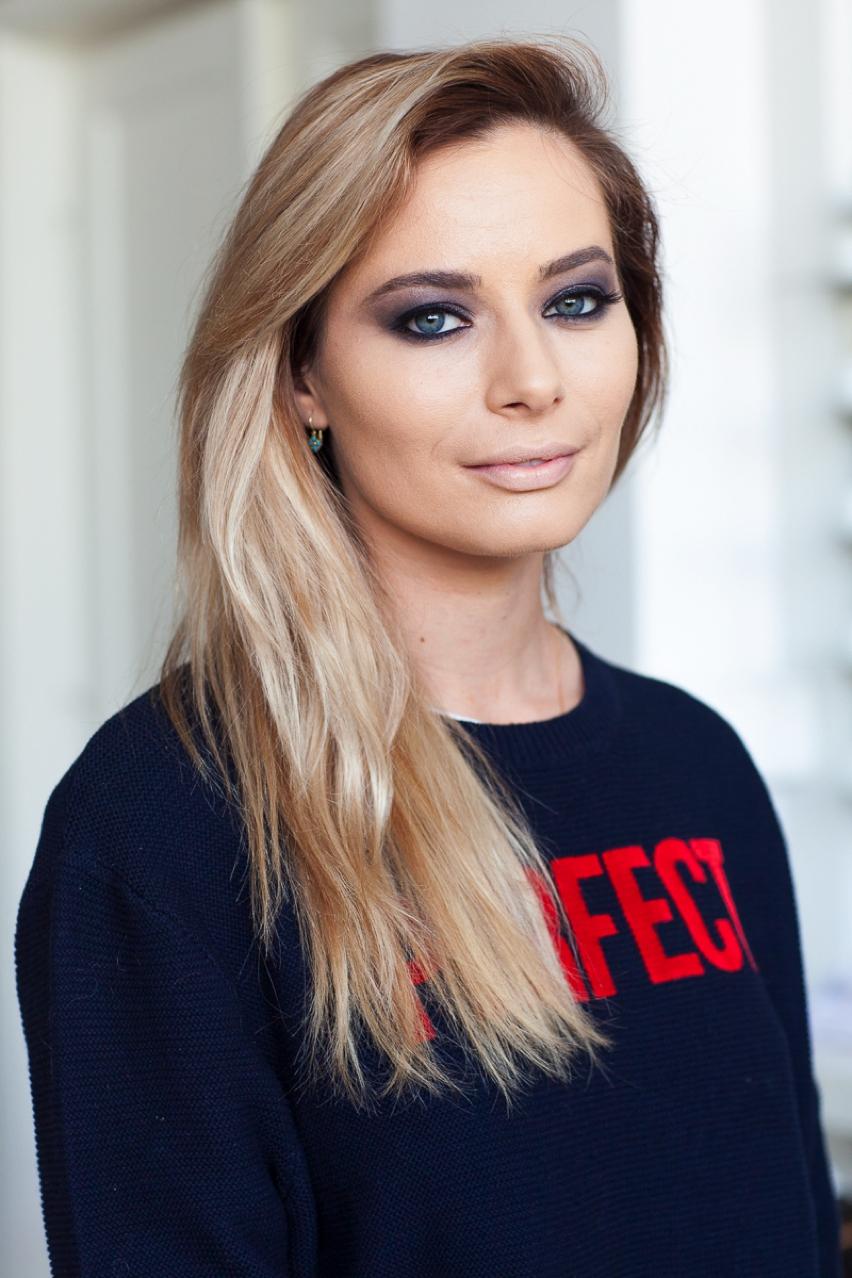 Laura Cosoi Make up tutorial-18