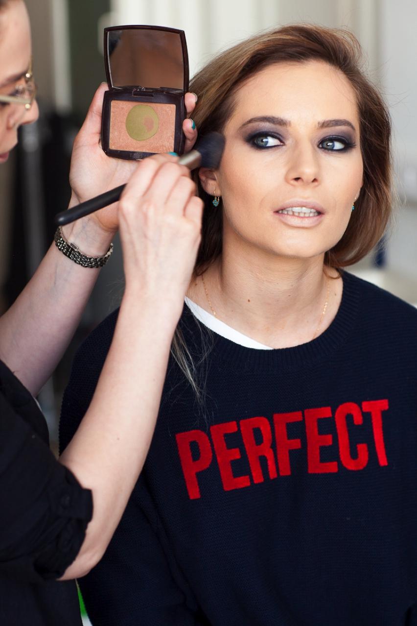 Laura Cosoi Make up tutorial-19