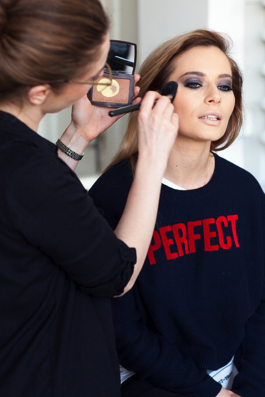 Laura Cosoi Make up tutorial-20