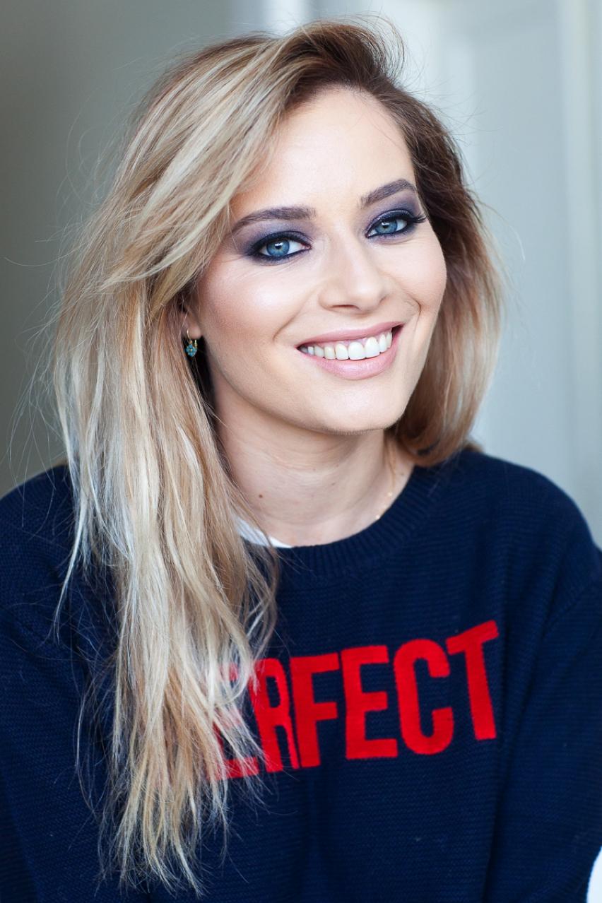 Laura Cosoi Make up tutorial-25