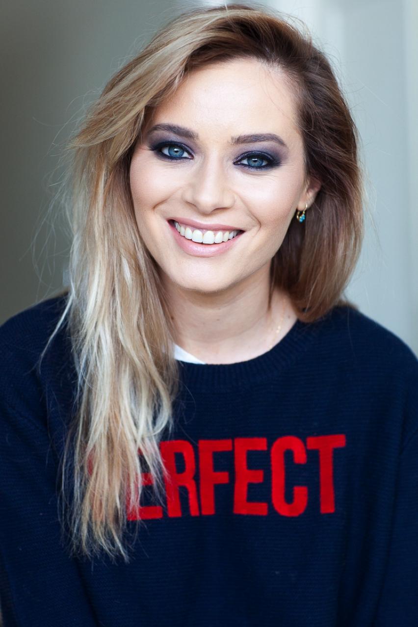 Laura Cosoi Make up tutorial-26