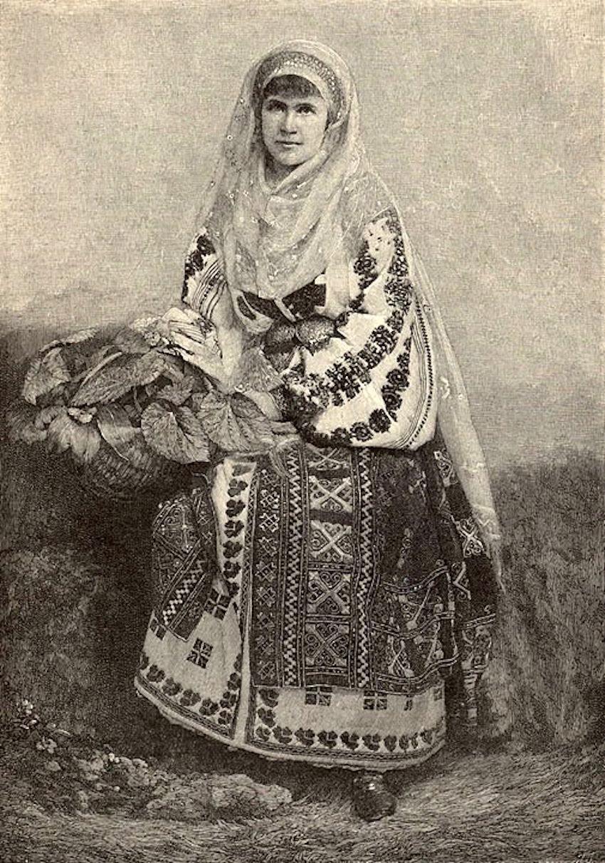carmensylva-regina-elisabeta-a-romaniei-imbracata-in-costum-national