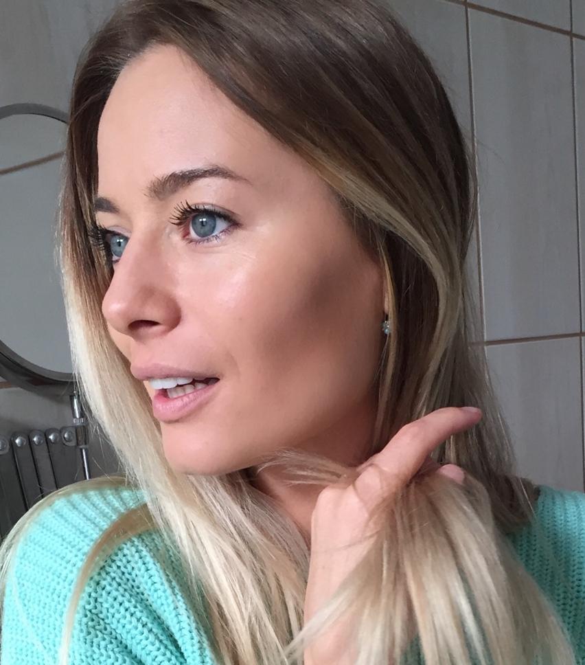 Laura Cosoi -07