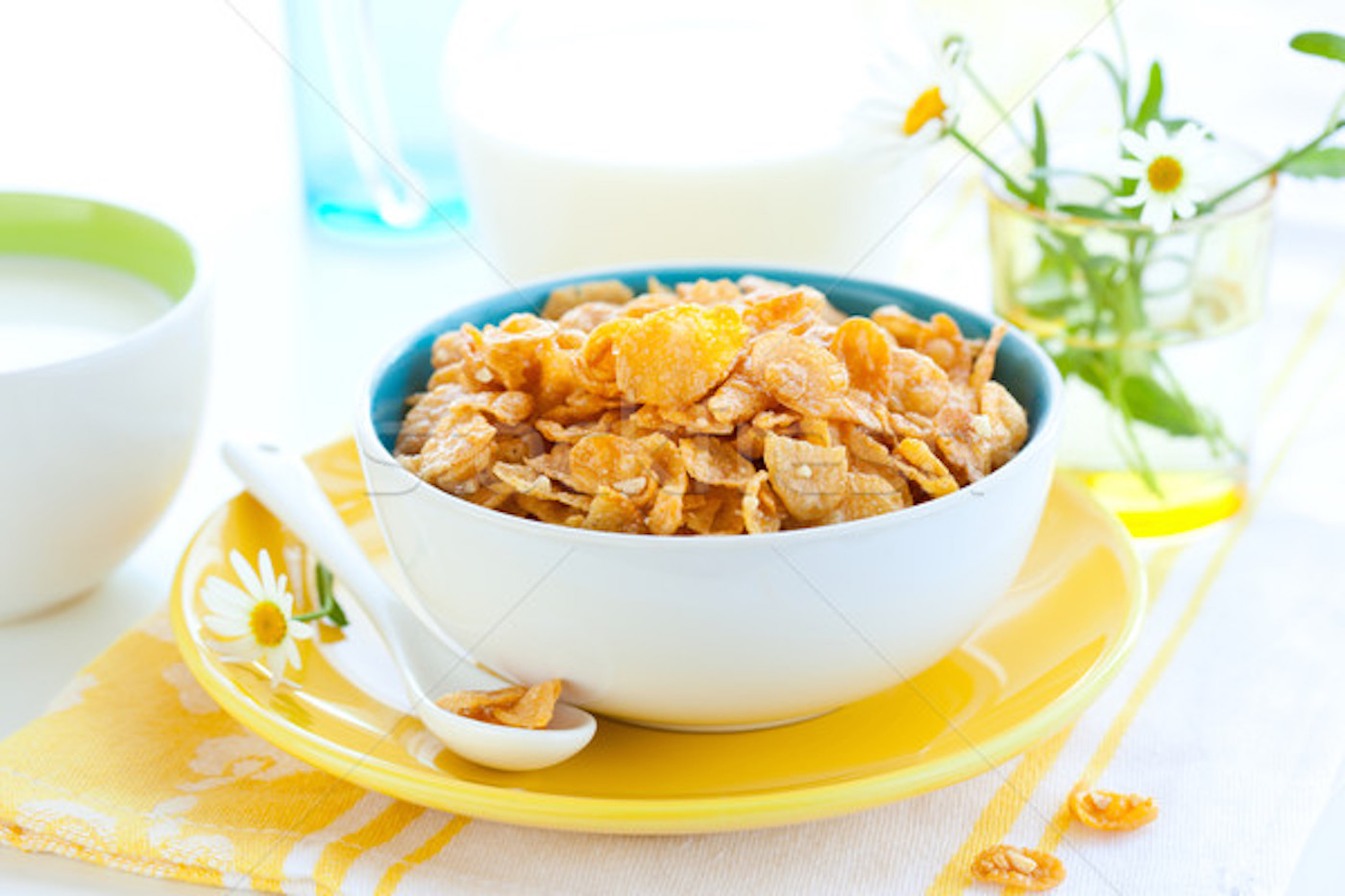 297748_stock-photo-corn-flakes-and-milk