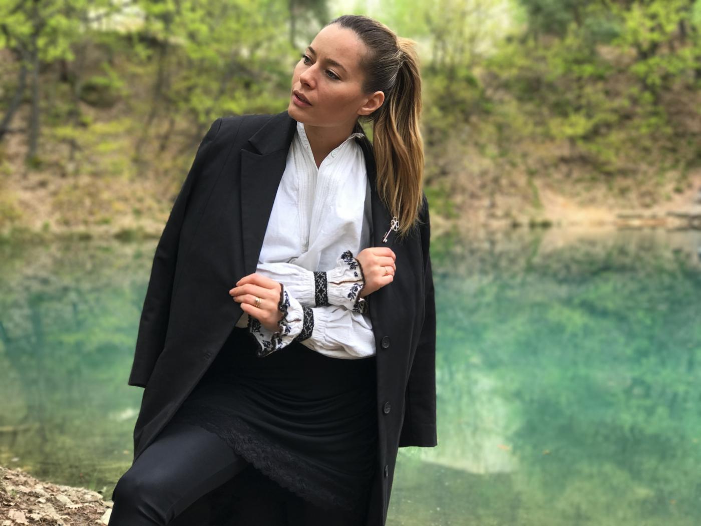 Laura Cosoi 04