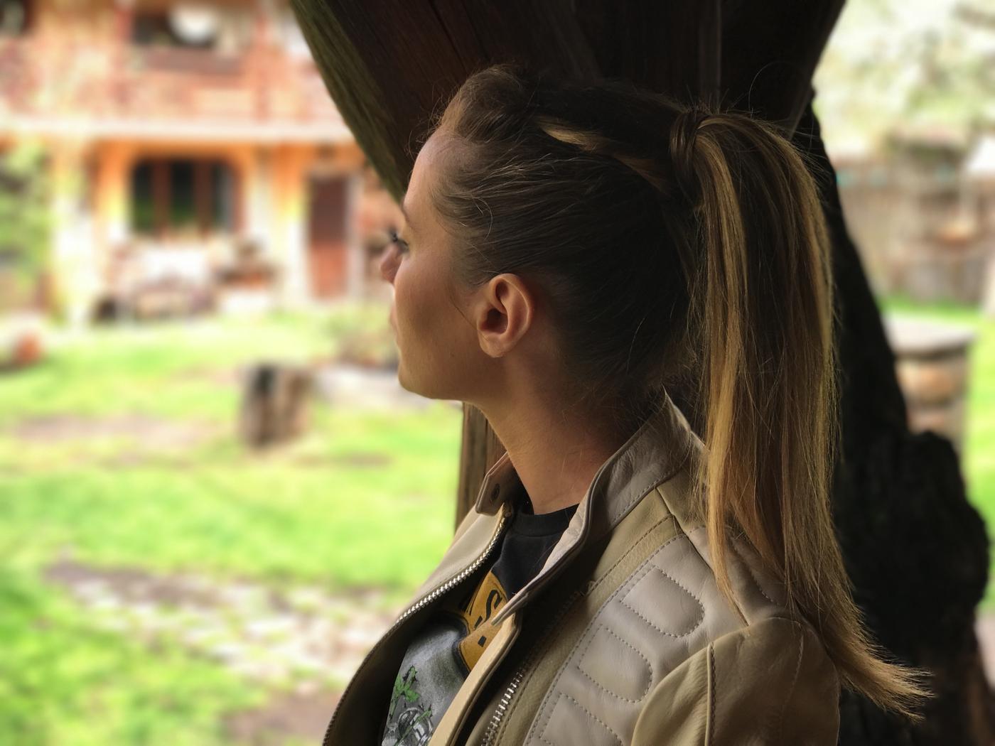 Laura Cosoi 31
