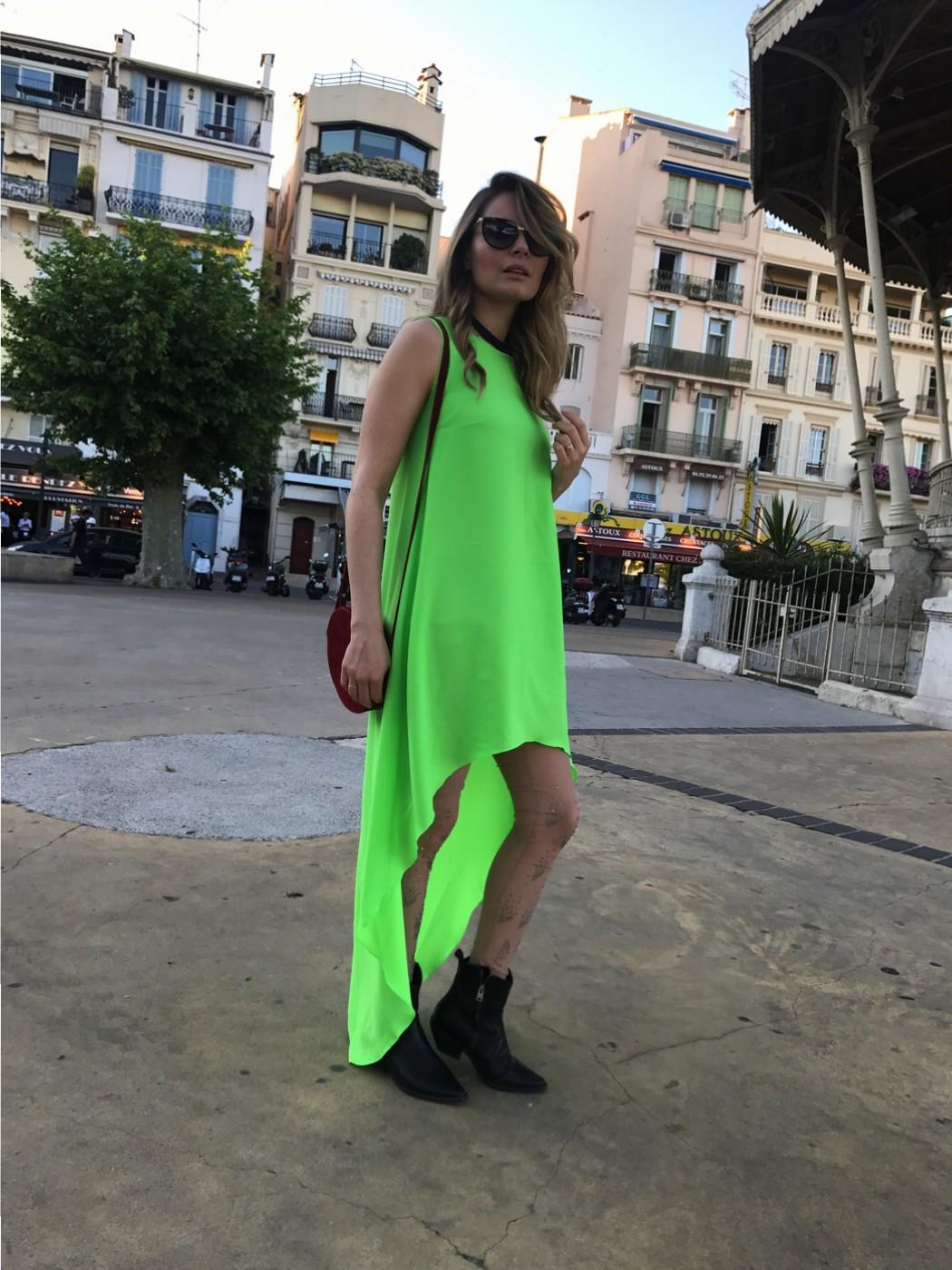 Laura Cosoi 29