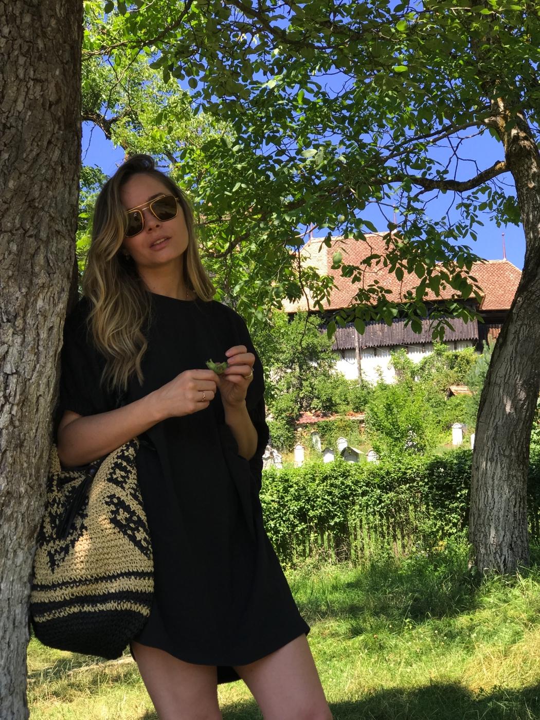 Laura Cosoi 21
