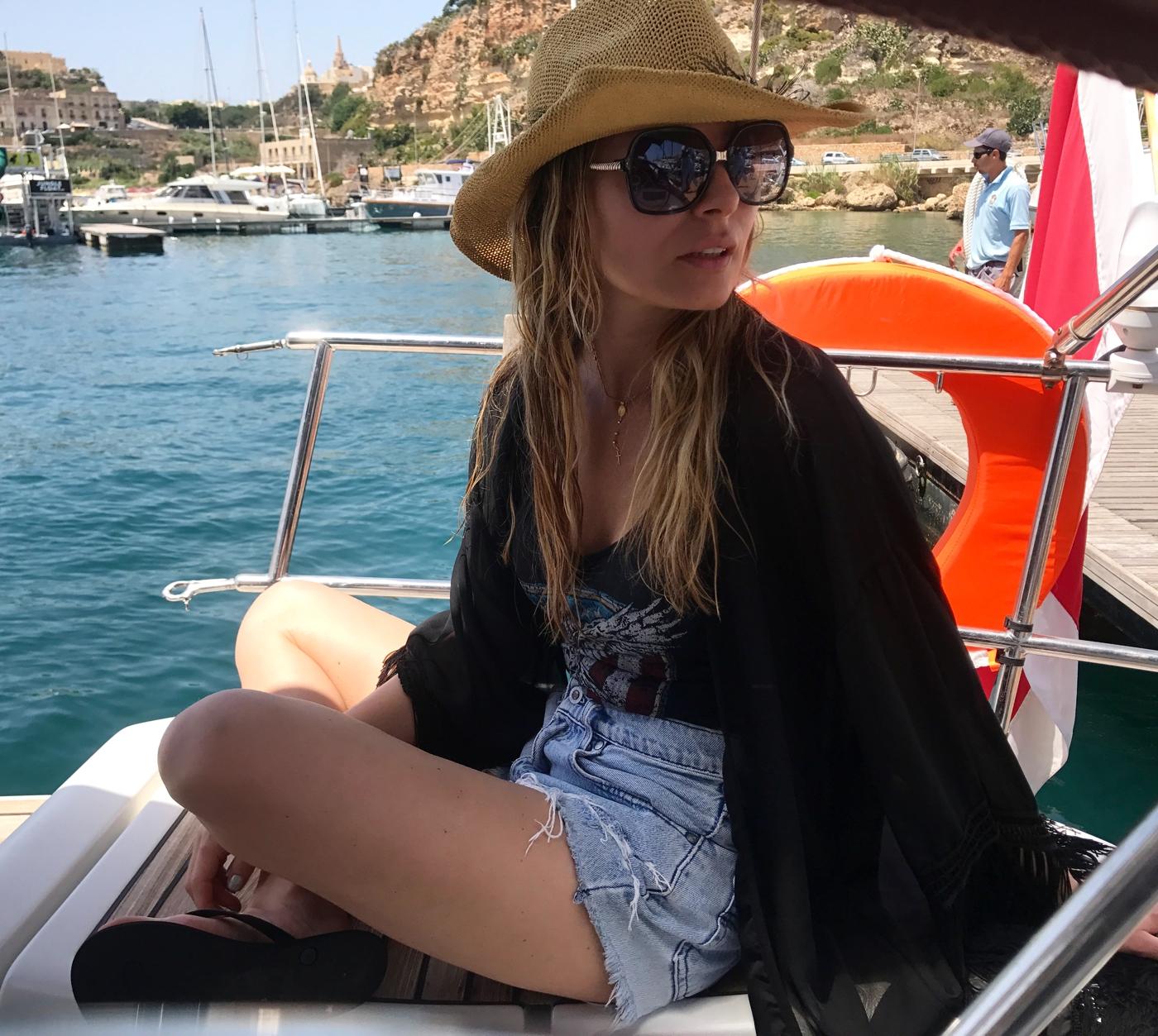 Laura Cosoi 87